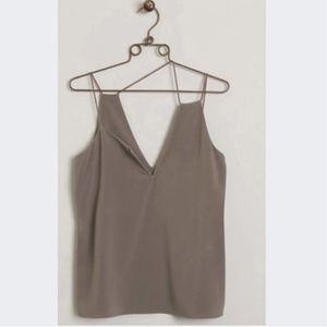 NWT WOMEN'S BUCKLE TOP SIZE L